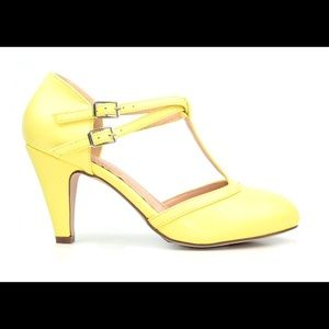 ⭐️ Women's Double Buckle T-Strap Retro Pump Yellow